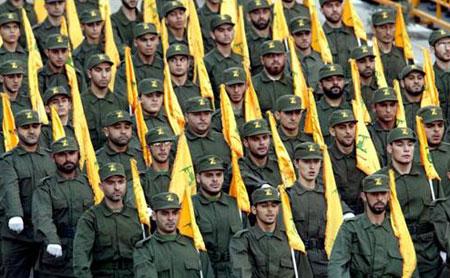 Desfile público de soldados do Hezbollah